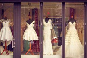 Wer bezahlt das Brautkleid?