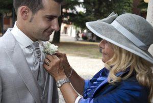 Was sollte die Mutter auf der Hochzeit tragen