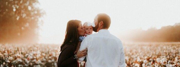 Ein Baby für eine Hochzeit richtig anziehen